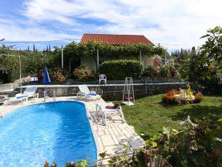 Apartments Desin- Two-Bedroom Apartment with Terrace and Garden View - Molunat vacation rentals