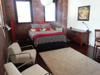 Carlton North studio on Tram route 96 - Melbourne vacation rentals