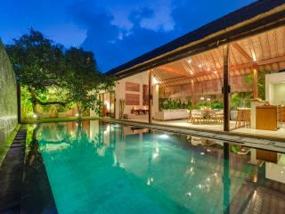 "Lumut3, Large 2BR, ""Eat St"" Central Seminyak - Seminyak vacation rentals"