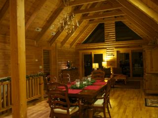 The Roost - 4 bd, 3 bath, 3200 sqft secluded Cabin - Fairview vacation rentals