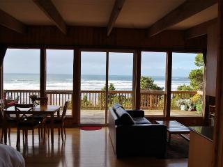 Romantic and Private Oceanfront Cottage with Amazi - Newport vacation rentals