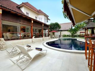 PALM VILLA: Huge Villa: 4 double bedrooms with private pool: Cool Bali Villas - Sanur vacation rentals