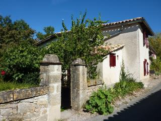 Nice Gite with Internet Access and Television - Penne vacation rentals