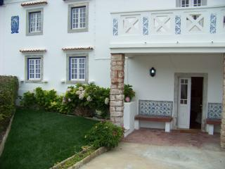 Charming 2 bedroom Chalet in Azenhas do Mar - Azenhas do Mar vacation rentals