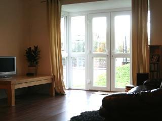 Spacious 1 Bedroom Apartment Salford - Salford vacation rentals