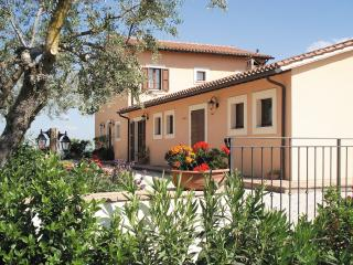 Cozy 3 bedroom Montefalco Bed and Breakfast with A/C - Montefalco vacation rentals