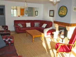 Perfect 5 bedroom Fleac sur Seugne Gite with Internet Access - Fleac sur Seugne vacation rentals