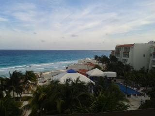 Studio With KitchenOn the Beach 81US 4 people - Cancun vacation rentals