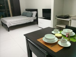 40-sq-m studio in the heart of Makati- KL Mosaic - Makati vacation rentals