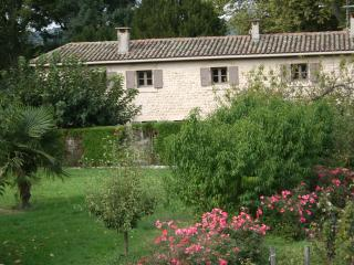 Bright 3 bedroom Beausemblant Gite with Dishwasher - Beausemblant vacation rentals