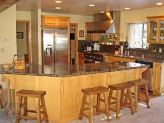 Escape to this spacious and fun filled vacation cabin in Big Bear near Bear Mountain Ski Resort. - Big Bear Lake vacation rentals