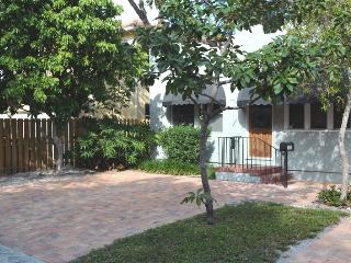 Downtown Fort Lauderdale home walk to Las Olas - Fort Lauderdale vacation rentals
