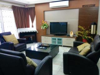 4 bedrooms house with WOW factors - Petaling Jaya vacation rentals