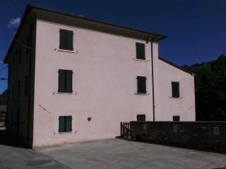 Casa Rosa Rural Tuscany Cinque Terre Florence Pisa - Monzone vacation rentals