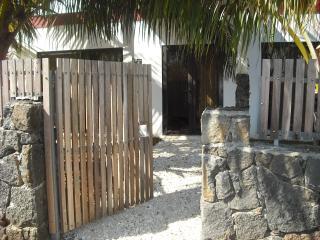 La Petite Villa, East Coast, Mauritius ( A few min - Trou d'eau Douce vacation rentals