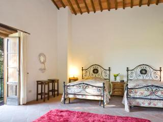 Nice Villa with Internet Access and A/C - San Pietro a Marcigliano vacation rentals
