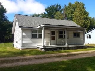 AuTrain River Cottage near Pictured Rocks 3Bedroom - Munising vacation rentals