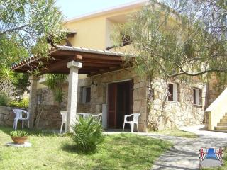Nice House with Deck and Outdoor Dining Area - San Teodoro vacation rentals