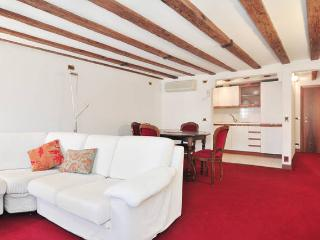 VENICE SAVE 50% CENTER CITY ATTIC!! - Venice vacation rentals