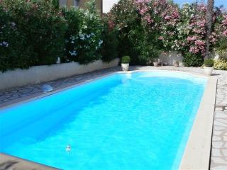 Holiday apartment with private pool nr Pezenas - Caux vacation rentals
