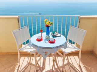 Ocean Breeze: sea view apartment in Amalfi - Vettica di Amalfi vacation rentals