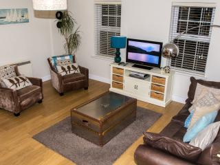 Beautiful 2 bedroom Windsor Condo with Internet Access - Windsor vacation rentals