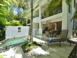 Nice Villa with A/C and Hot Tub - Port Douglas vacation rentals