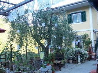 bed and breakfast Casa Valeria - Pigna vacation rentals