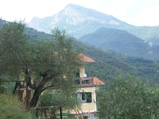 bed and breakfast Casa Valeria - Pigna vacation rentals