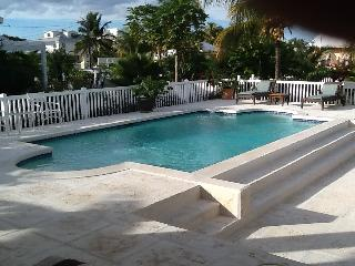 Beautiful pool home 1 block from Saunders Beach - Nassau vacation rentals