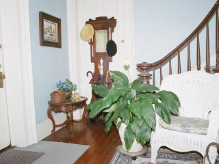 Waterfront Home view New York City; sleeps 5 - 10 - Staten Island vacation rentals