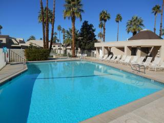 Desert Village - 1 level, Bdrm & Den - 980 sq ft - Rancho Mirage vacation rentals