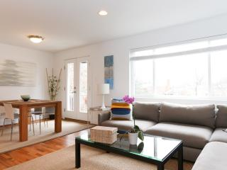 Luxe I-Washington DC Area - Modern updates, Super Clean- Read the Great Reviews! - Arlington vacation rentals
