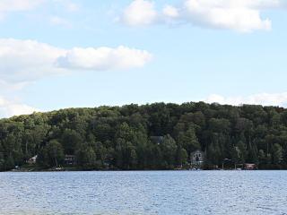 Perfect Cottage in Huntsville with Deck, sleeps 12 - Huntsville vacation rentals