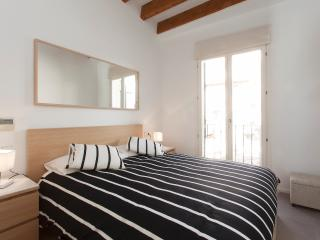 LA RAMBLA 2 St: TERRACE APARTMENT + FREE PARKING - Palma de Mallorca vacation rentals