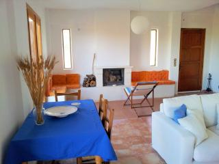 All-season lovely seafront cottage - Trachilos vacation rentals