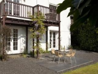 Ambleside centre, sleeps 4, WiFi, log fire, dog ok - Ambleside vacation rentals
