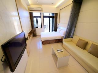 Boutique Business suite near 2 MRT with Gym/Pool - Taipei vacation rentals