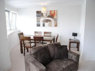 Stylish modern 2 bedroom apartment in Windsor - Windsor vacation rentals