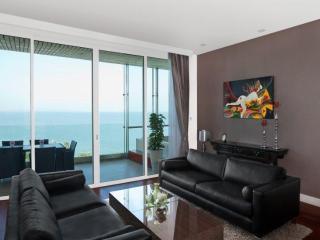 Luxurious apartment, The Cove Pattaya - Pattaya vacation rentals