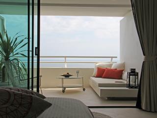 Beachfront Studio with amazing views - 28th floor - Hua Hin vacation rentals