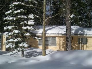 Cozy 3 Bedroom/2Bath Hot tub & WiFi - Tehama Mama! - South Lake Tahoe vacation rentals