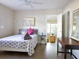 PRIVATE APARTMENT 1 - BEACH & CRUISE - Fort Lauderdale vacation rentals