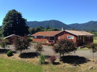 4 bedroom House with Deck in Quinault - Quinault vacation rentals