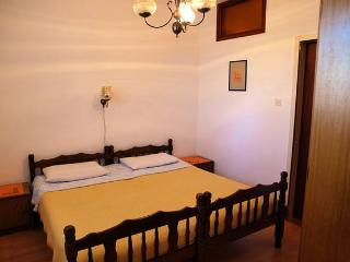 1 bedroom Apartment with Internet Access in Betina - Betina vacation rentals