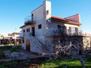 Nice Condo with Internet Access and Balcony - Betina vacation rentals