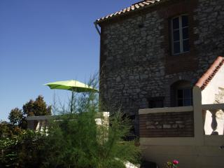 Lovely Farmhouse Barn with Internet Access and Central Heating - Lauzerte vacation rentals