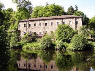 Maison avec plan d'eau privé dans site historique - Vernoux-en-Vivarais vacation rentals