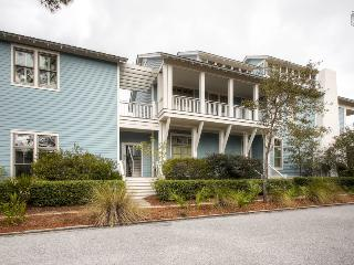 Amazing Carriage House - walking distance to everything Watercolor & Seaside have to offer! - Watercolor Family Retreat Carriage House - Santa Rosa Beach vacation rentals