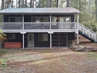 Perfect 2 bedroom Anderson Island House with Deck - Anderson Island vacation rentals
